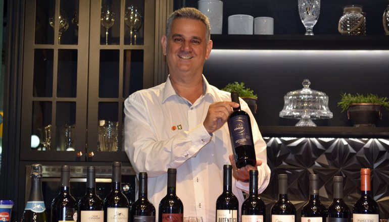 Iniciação ao mundo dos vinhos: O sommelier Vaner Benetti promoverá mais um curso para os amantes dessa maravilhosa bebida