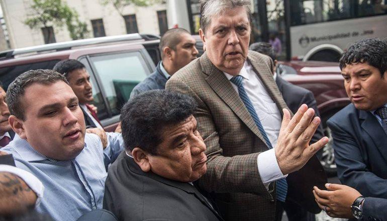 Ex-presidente do Peru tenta suicídio depois de receber ordem de prisão no caso Odebrecht